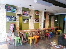 Photo restaurant paris Sneakers Café - bagels&baguets - Un vrai dépôt-vente