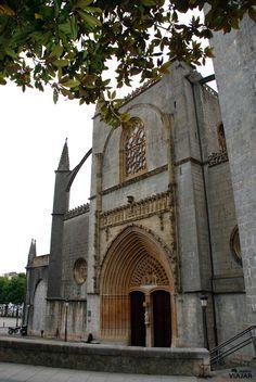 Portada occidental de la Basílica de la Asunción de Santa María, Lekeitio. Bizkaia.