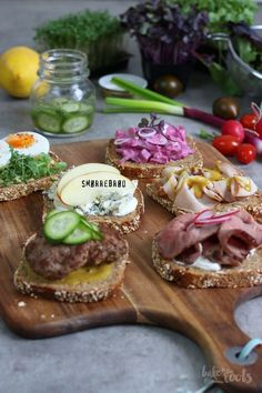 Delicious open faced sandwiches from Denmark - perfect as a snack or for a light dinner. Danish Cuisine, Danish Food, Sandwiches, Nordic Recipe, Homemade Ham, Open Faced Sandwich, Brunch, Scandinavian Food, Taco