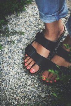 Image via We Heart It https://weheartit.com/entry/147639898/via/20147393 #pinknails #toering #silverrings #blackleathershoes #indiebohofashion #denimgrungefashion #tannedfeet #rolledupboyfriendjeans