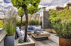 Incredible Rooftop Gardening Design And Ideas Related posts:Rooftop Garden Ideas-- Whether you have a rooftop garden currently or you are pr.Find Out 15 Contemporary Rooftop Garden Design IdeasTerrace Rooftop Design, Terrace Design, Garden Design, House Balcony Design, Wooden Garden, Terrace Garden, Garden Bed, Small Gardens, Garden Furniture