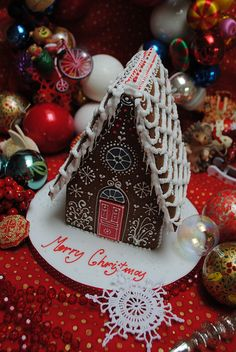 Steep pitch roof for a gingerbread house Gingerbread House Parties, Christmas Gingerbread House, Gingerbread Man, Gingerbread Cookies, Holiday Treats, Christmas Treats, Christmas Baking, Christmas Time, Xmas