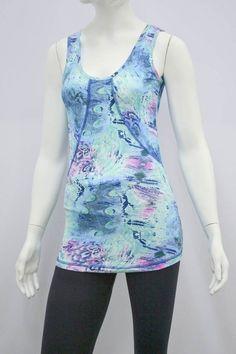Camiseta com recorte e modelagem Mullet - Camiseta com um corte que  valoriza a silhueta da 563f9dc323c