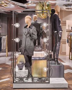 Блестящий дизайн магазина женской одежды Rich & Royal