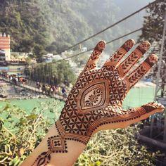 #December sunshine in #Rishikesh. Can't get enough of this #seedoflife pattern :) #India #travel #Ganga #laxmanjhula #bridge #laxmanjhulabridge #henna #hennapro #artist #designer #hand #maplemehndi #mehndi #art