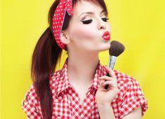 Cute pin up girl applying blusher Uñas Pin Up, Pin Up Hair, Pinup Girl Makeup, Girls Makeup, Beauty Tips And Secrets, Beauty Hacks, Beauty Advice, Beauty Ideas, Pin Up Girls