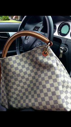 2c7e17b801da0 2018 LV Trends For Women Style New Louis Vuitton Handbags Collection For  Friends Gifts