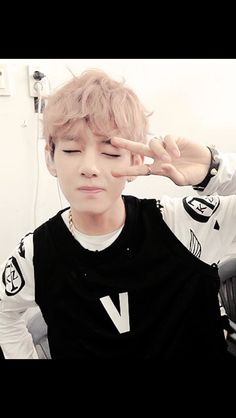 #Taehyung #V V sign