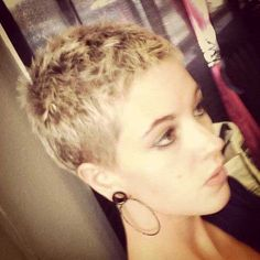Top trendy and more famous 17 Incredibly Stylish Short Pixie Haircuts Ideas for you. Find your next Short pixie haircut which make you a new look. Very Short Haircuts, Cute Hairstyles For Short Hair, Short Hair Cuts For Women, Pixie Hairstyles, Curly Hair Styles, Female Hairstyles, Pixie Styles, Short Cuts, Super Short Hair