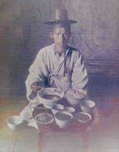 For Centuries, Massive Meals Amazed Visitors to Korea - Gastro Obscura Old Pictures, Old Photos, Korean Peninsula, Asian History, Korean Art, Korean Traditional, Historical Pictures, Photo Postcards, Culture Travel
