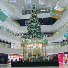 41 days before Christmas.. @smmegamall #smmegamall #Christmastree #xmas #holidayseason #Chanel-ish #tistheseasontobejolly (at SM Megamall)
