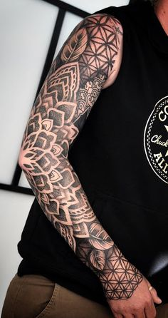 45 mangas de tatuagens para os homens - You are in the right place about 45 mangas de tatuagens para os homens Tattoo Design And Style Gall - Geometrical Tattoo, Geometric Tattoo Sleeve Designs, Dotwork Tattoo Mandala, Mandala Tattoo Sleeve, Geometric Tattoos Men, Arm Sleeve Tattoos, Tribal Tattoos, Tattoo Maori, Tattoo Sleeves
