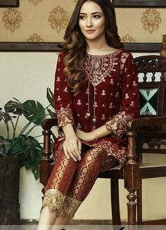 Post wedding dinner/ dawat outfit inspo ( pair it with a matching red duppata) forgot the designers name sorry! Velvet Pakistani Dress, Pakistani Fancy Dresses, Beautiful Pakistani Dresses, Party Wear Indian Dresses, Pakistani Fashion Party Wear, Pakistani Wedding Outfits, Pakistani Dress Design, Velvet Dress Designs, Latest Velvet Suit Designs