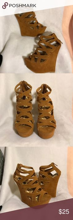 🎀DOLLHOUSE tan wedges DOLLHOUSE women's wedges size 6. The shoes were used one time for a wedding. The shoes are in good condition, they have a couple of scuffs but nothing too damaging, the soles are still in great condition. Multiple straps at the front of the shoes to keep your foot in place, due to the high platform the heel isn't too bad to walking. A couple of the strings are snagged him but nothing too dramatic. The back has a zip up to make it comfortable to put on in perfect to…