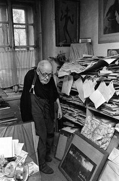 Bert Heyden - Josef Sudek in his studio March Kolín, Bohemia – 15 September was a Czech photographer, best known for his photographs of Prague. Prague, Josef Sudek, Brassai, Famous Photographers, Photo Black, Fine Art Photography, Social Photography, Art Studios, Artist At Work