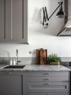 The kitchen that is top-notch white kitchen , modern kitchen , kitchen design ideas! Interior Design Videos, Home Interior, Kitchen Interior, New Kitchen, Interior Design Living Room, Kitchen Dining, Kitchen Decor, Kitchen Cabinets, Interior Livingroom