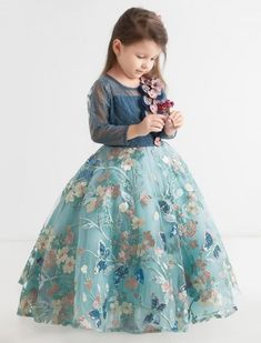 Designer Gowns for Girls. Buy online children's gowns dresses & frocks at best price for 1 to 16 years girls. Shop girls designer gowns for Wedding, Birthday, Party & Festival wear. Shop Now! Baby Frocks Party Wear, Kids Party Wear Dresses, Baby Girl Frocks, Baby Girl Party Dresses, Baby Dress, Girls Dresses Sewing, Gowns For Girls, Frocks For Girls, Dresses Kids Girl