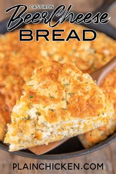 Cast Iron Beer Cheese Bread - tastes like a giant Red Lobster biscuit! Super easy to make and no yeast required! Flour, garlic powder, parsley, sugar, salt, baking powder, cheddar cheese, and beer. Use a light beer for best results. Read to eat in about 25 minutes. This was a HUGE hit at our house! #bread #noyeast #beer #cheese Cast Iron Bread, Cast Iron Cooking, Iron Skillet Recipes, Cast Iron Recipes, Skillet Bread, Skillet Meals, Skillet Cookie, Calzone, Beer Cheese