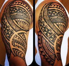 tatouage-samoa-bras-haut-biceps-epaule-homme-files-bandes-symboles-motifs-modele-dessins-polynesiens-maori-men-arm-tattoo                                                                                                                                                                                 Plus