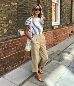 Parisienne style stripe tee and tan chinos my 19 boho minimal spring capsule wardrobe Summer Pants Outfits, Trouser Outfits, Casual Outfits, Cute Office Outfits, Culottes Outfit, Outfit Office, Casual Office, Fashionable Outfits, Tan Chinos