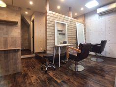 店舗デザイン liberte様 新装工事 Home Beauty Salon, Barber Shop Decor, Spa Rooms, Barber Chair, Bridal Suite, Table, Shopping, Furniture, Home Decor