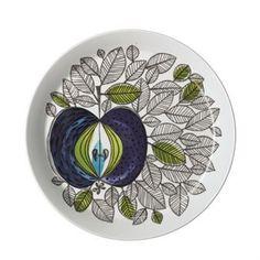 Rörstrandin Eden on retrokattauksen itseoikeutettu sydän! Eden lautanen sopii niin juhlaan kuin arkeen. Sen on suunnitellut Sigrid Richter vuonna 1960 ja se on yksi Rörstrandin suosituimmista astiastoista kautta aikojen. Rörstrandin täyttäessä 290 vuotta, saivat heidän asiakkaansa äänestää, mikä astiasto otettaisiin uudelleen tuotantoon. Äänestyksen voitti Eden sinisine omenoineen ja kauniine lehtikuvioineen. Kuosi on vanha tuttu, mutta muotoja ja materiaaleja on hieman sovellettu…