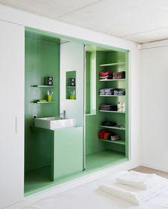 green bult-in bathroom #decor #colors #bathroom