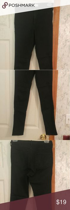 NWOT Hollister Black Jeggings!! A NWOT black, size 3R Hollister jeggings!! Purchased brand new online but never wore or washed!!  Shop now for coming cooler weather!! More VS PINK along with other name brand items in my closet!! Bundle to save $$!!  🌟Will be freshly laundered (inside out), air dried, and shaved with an electric clothes shaver to arrive to you in the best possible condition!!  Any questions, please ask!! Thanks 4 shopping with me!!:) Hollister Jeans Skinny