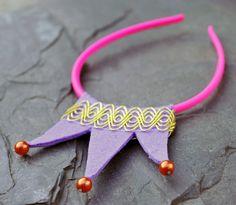 Fialová korunka s růžovou čelenkou