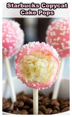Better than Starbucks birthday cake pop! This copycat recipe is so easy, delicious, and cheaper than buying it. Better than Starbucks birthday cake pop! This copycat recipe is so easy, delicious, and cheaper than buying it. Cake Pops Starbucks, Starbucks Vanilla, Starbucks Coffee, Vanilla Cake Pop Recipe, Recipe For Cake Pops, Cake Pops Recept, Strawberry Cake Pops, Strawberry Birthday Cake, Cake Ball Recipes