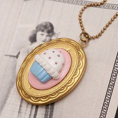 Awesome cupcake necklace!