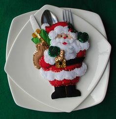 Bordados Oma - Porta Cubiertos Sra Noel Christmas China, Felt Christmas, Handmade Christmas, Christmas Time, Christmas Stockings, Christmas Tablescapes, Christmas Table Decorations, Noel Gifts, Cutlery Holder