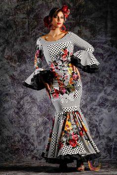 www.tamaraflamenco.com Traje de flamenca - Vestido de flamenca - Flamenca dress - Robe de flamenca - Pasarela flamenca - Flamenca catwalk - Vestido de sevillana – Sevillana dress – Robe de sevillana - Vestido de gitana - Flamenco dress - Spanish dress - sSanish fashion African Print Dresses, Flamenco Dresses, Bell Sleeve Top, Edwardian Dress, Womens Fashion, Fabric, Wedding, Tops, Spain