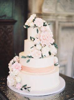 Romantically decorated: http://www.stylemepretty.com/2015/05/20/romantic-elegant-new-york-garden-wedding/ | Photography: Jen Huang - http://jenhuangphoto.com/