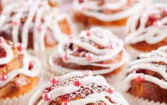 Jouluiset kierrepullat Christmas Kitchen, Christmas Baking, White Christmas, Coffee Bread, Sweet Bakery, Dessert Recipes, Desserts, Doughnut, Sweet Recipes
