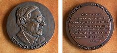 4.032 Medalha - Vitorino Nemésio (Bronze) (José Berardo). Diam. 8cm.