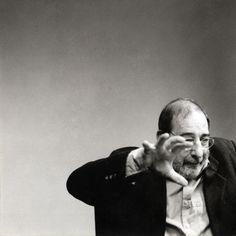 Alvaro Siza @ The Berlage Institute, Rotterdam. Mature Faces, Man Images, Built Environment, Portraits, William Shakespeare, Profile Photo, Art And Architecture, Good People, Poses