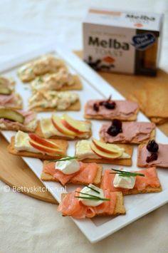 Hollandse Borrelplank met toastjes van Melba   Recept   Betty's Kitchen Birthday Snacks, Food Vans, Bruchetta, Mystery Parties, High Tea, Tapas, Food Inspiration, Catering, Sandwiches