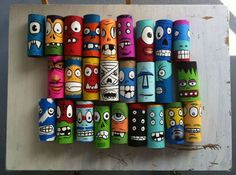 Make monsters out of toilet paper rolls. - Basteln mit Klopapierrollen - Arts And Crafts Kids Crafts, Projects For Kids, Art Projects, Arts And Crafts, Toilet Paper Roll Art, Rolled Paper Art, Collaborative Art, Recycled Art, Art Classroom