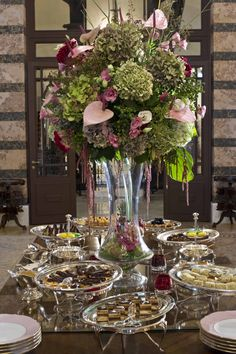 Pera Palace Hotel, Jumeirah - Istanbul Restaurants - Kubbeli Saloon Tea Lounge - English afternoon tea & selection of sandwiches, cakes and scones Istanbul Guide, Istanbul Restaurants, Tea Lounge, Wedding Decorations, Table Decorations, Palace Hotel, Queen, Delray Beach, Palm Beach