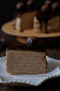 Sudah lama pingin membuat kue yang satu ini. Crepe cake, mille crepe, thousand layer crepe atau apapun namanya. Terdiri dari beberapa la...