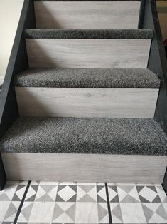 New Staircase Design Ideas Carpet Staircase, New Staircase, Staircase Remodel, Staircase Design, Basement Carpet, Staircase Ideas, Hallway Decorating, Decorating Small Spaces, Basement Steps