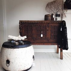 Traditional Chinese Lacquered Drum Table - ROUND