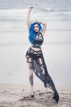 Beautiful outfit by a beach. The blue hair really makes it stand out and compliments it nicely.