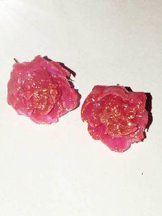 Bekijk dit items in mijn Etsy shop https://www.etsy.com/nl/listing/540985098/roze-rozen-oorknopjes-mwl-design-nl