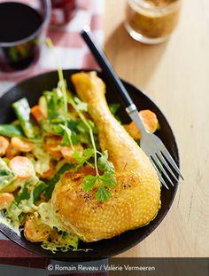 POULET COCO Ingrédients pour 5 personnes : 1 poulet fermier Label Rouge St SEVER 8 échalotes 1 l de lait de coco 1 cuillère à café de moutarde à l'ancienne 1/2 cuillère à café de curry 5 carottes 10 petites pommes de terre Le poulet coco : c'est un incontournable de nos cuisines. Il est facile à réaliser et il fait souvent un super effet auprès des convives. Petits ou grands... On l'adopte sans tarder. Label Rouge, Curry Coco, Root Vegetables, Recipes, Food, Casserole Recipes, Mustard, Milk, Fried Vegetables