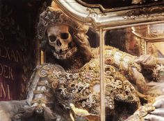 The Empire of Death: A Cultural History of Ossuaries and Charnel Houses Rome Catacombs, Holy Body, Armadura Medieval, Danse Macabre, Cemetery Art, Vanitas, Memento Mori, Religious Art, Archaeology