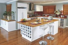 Kitchen's function as the heart of the home. Here are some top tips on designing a great kitchen for entertaining.  http://www.homeinspiration.co.nz/kitchen/kitchen-decor/2016/04/21/design-kitchen-for-entertaining/