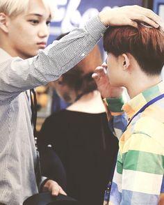 Jongin is so freakin tall. Kyungsoo must feel teeny.
