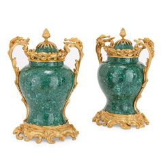 Free International Shipping - The light glimmers and gleams from these curvacious Rococo style vases, which take form in precious malachite and are mounted in wondrously detailed ormolu. French Rococo, Rococo Style, French Furniture, Furniture Design, Granite Stone, Malachite, Antique Vases, Porcelain Vase, Antiques